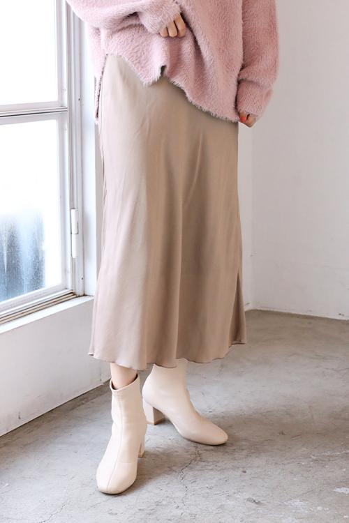血色スカート